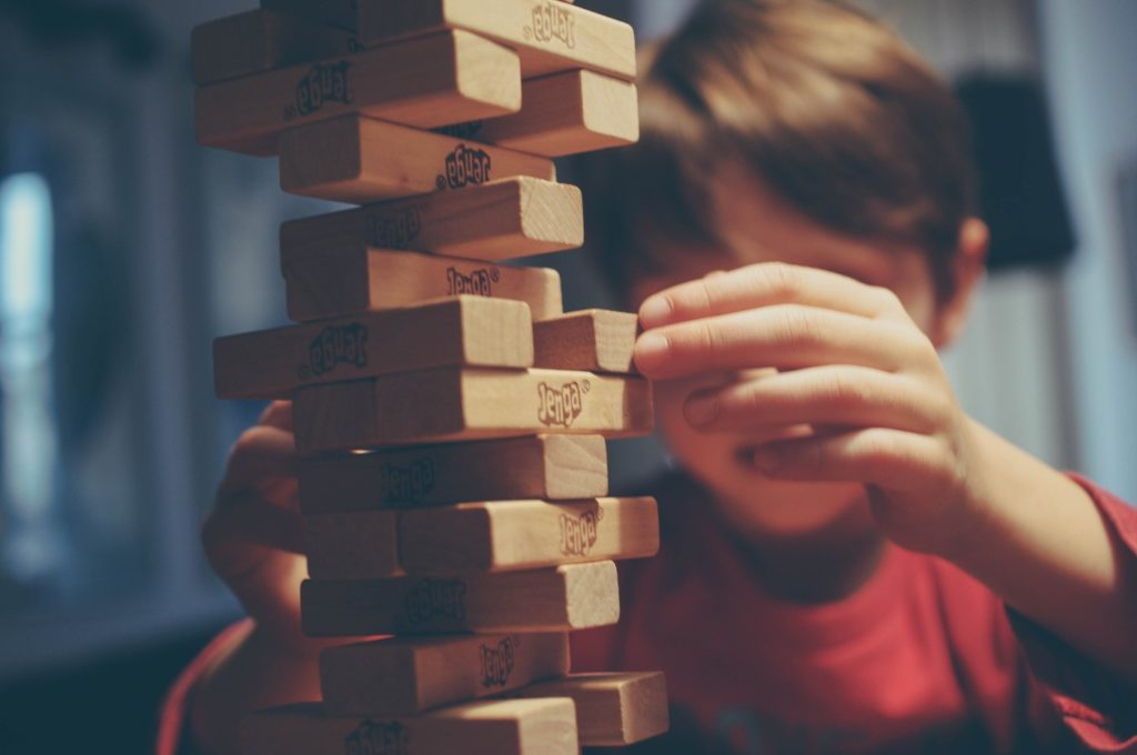 Familie bordspellen spelen